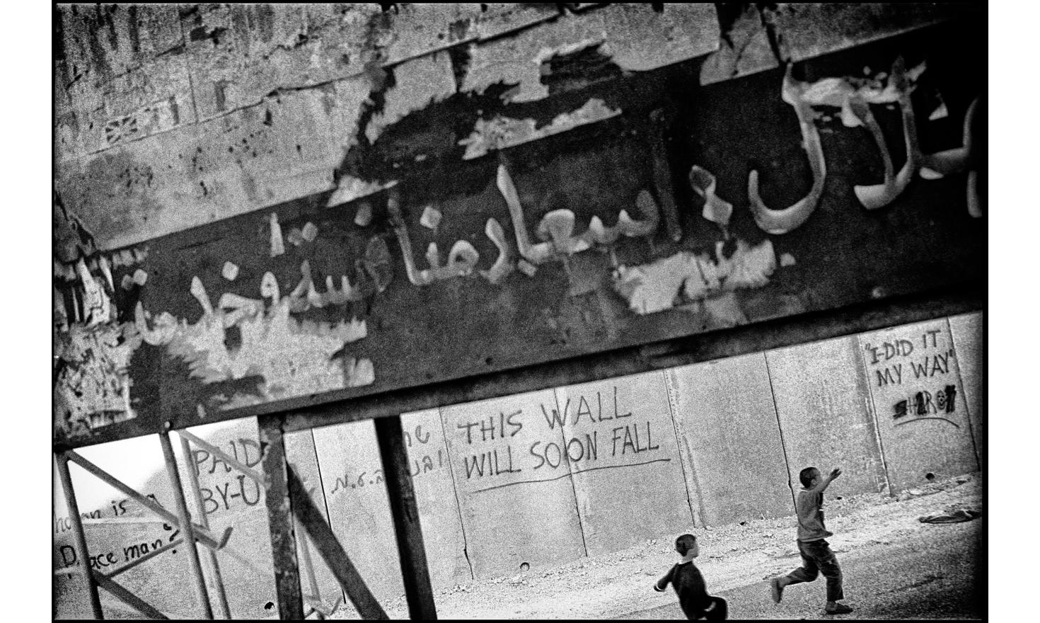 The wall in Abu Dis, a suburb of Jerusalem. Abu Dis, Israel. April 2004.