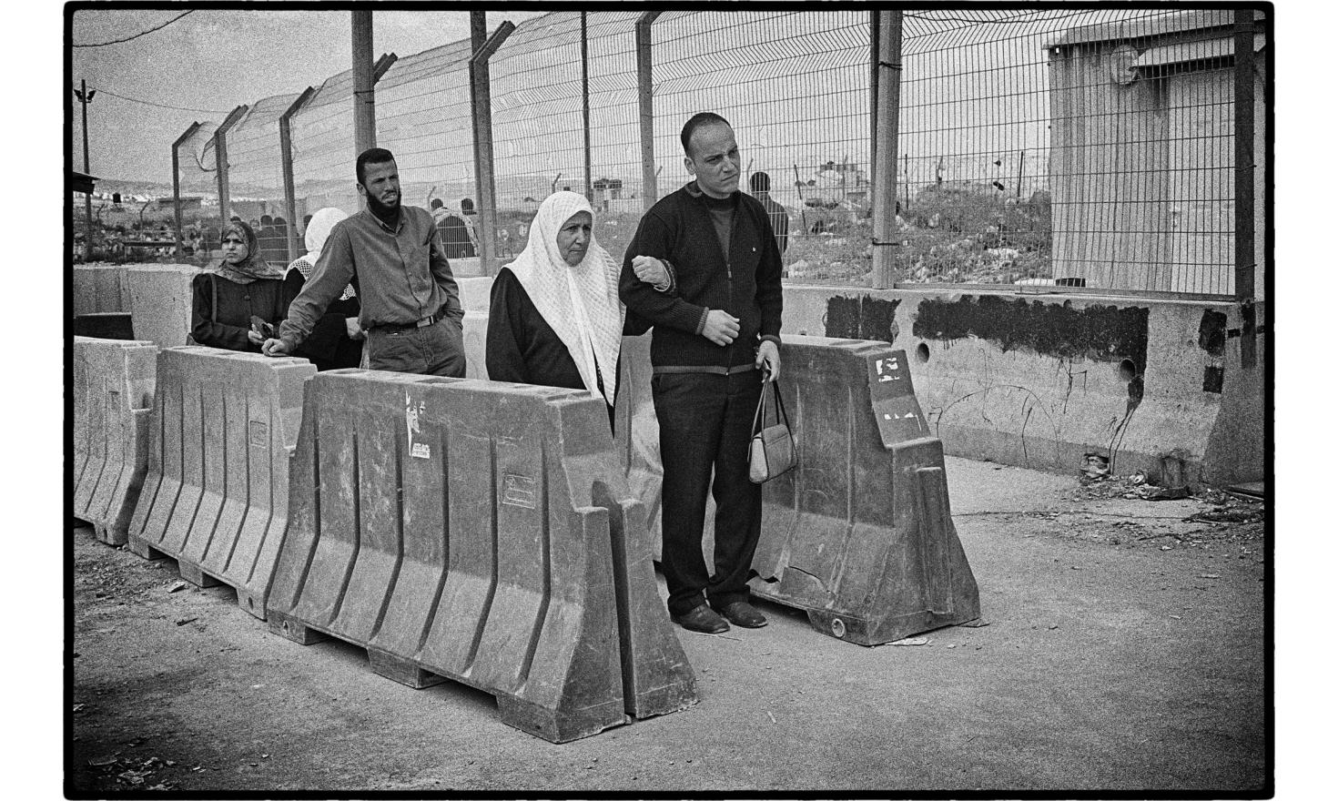 Qalandia checkpoint, the main crossing point between Jerusalem and Ramallah. April 2004.