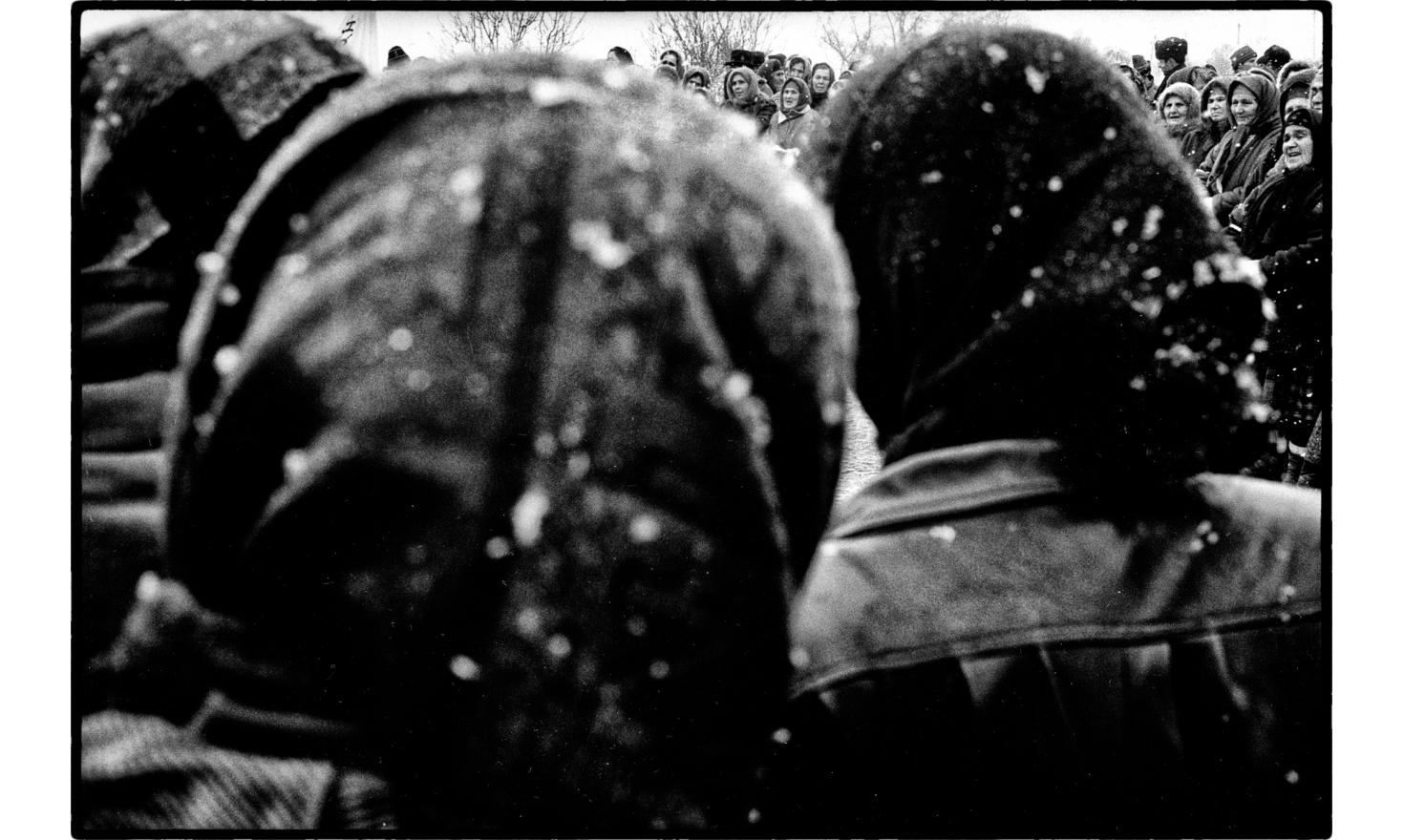 Chechen women trying to stop the russian army on their way towards Grozny,. 12-1994