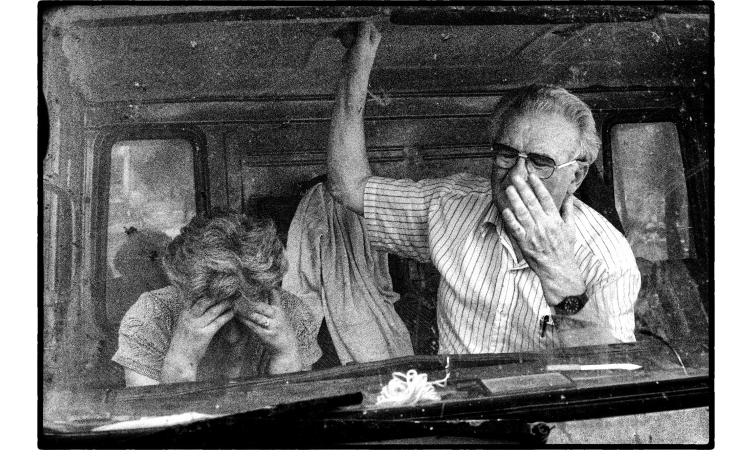 a Serbian family is leaving kosovo after the withdrawal of Serbian forces. Pristina, 07-1999