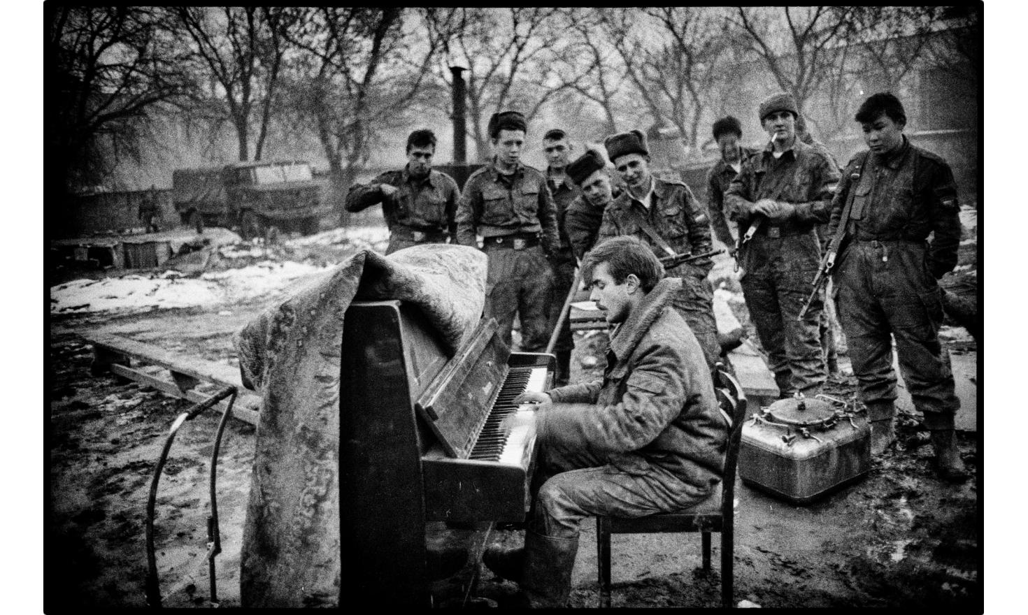 The pianist. Headquarters of the Russian army. Grozny, Chechnya. 01-1995