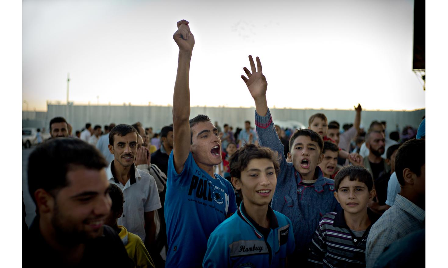 Refugees from Aleppo  at the toll of the turkish border