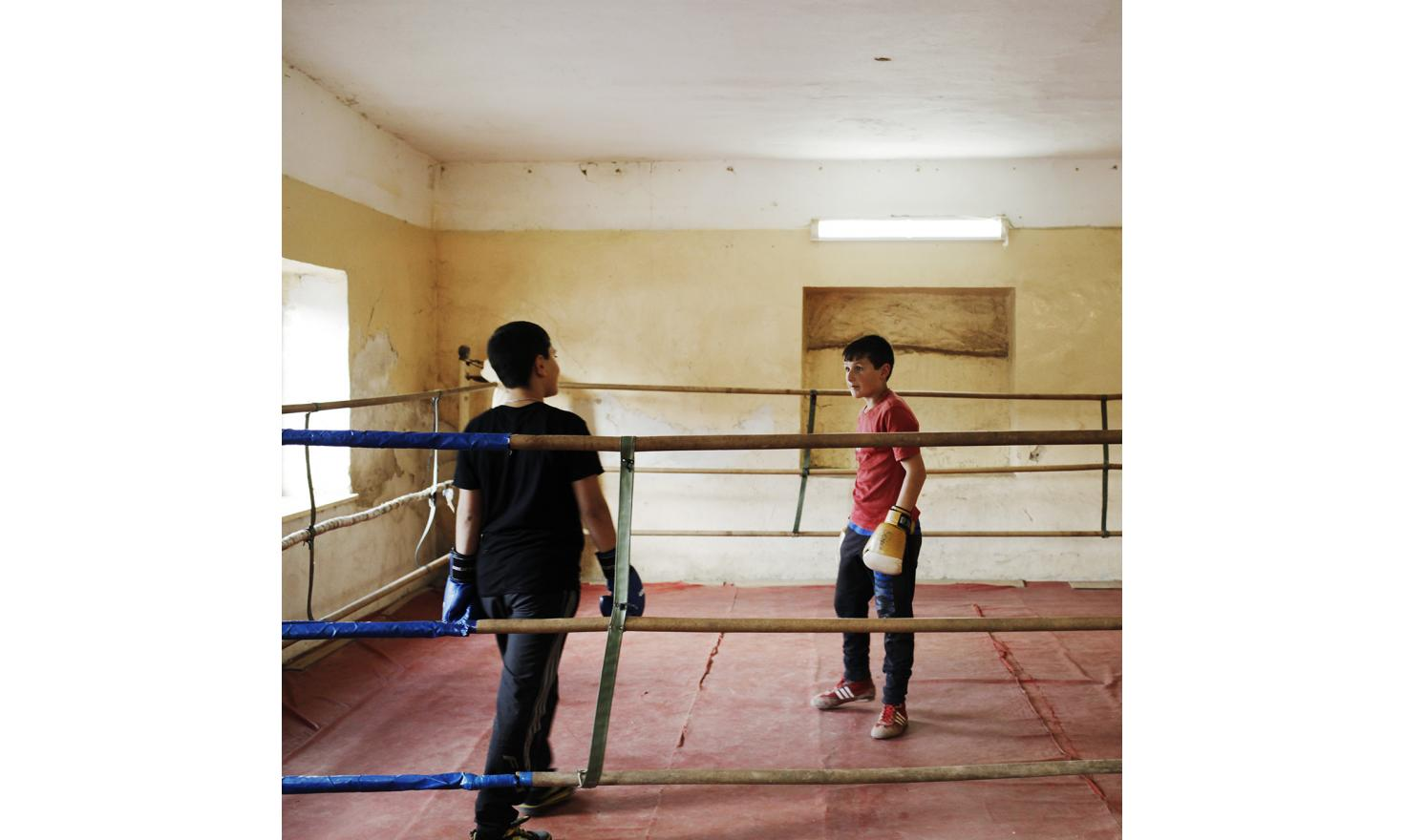 "Boxing lessons. A school teacher explains that in the absence of fathers, boys are feminizing and not stick to the image of the Armenian manly. For the children, his workouts are the opportunity to learn boxing and to be ""educated""."