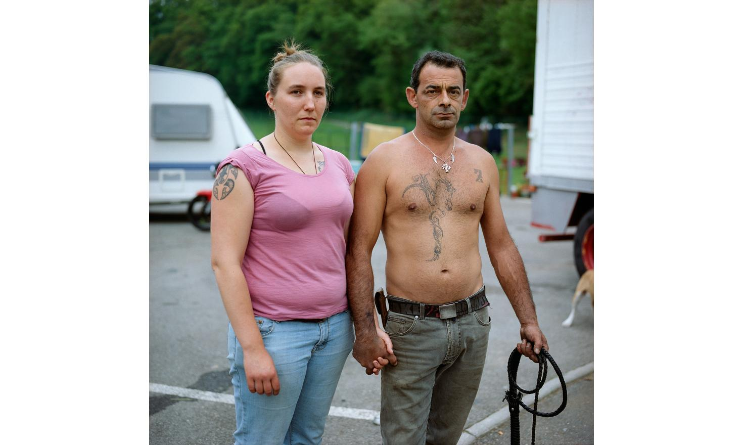 Pouet and his fiancee Pomme, he come from a real circus family. With  gypsy blood,  from Ariege too and , if I understood, also from south dakota Native, the man has character and resources. They settled here on the ground of Bridge Rat with his caravan.