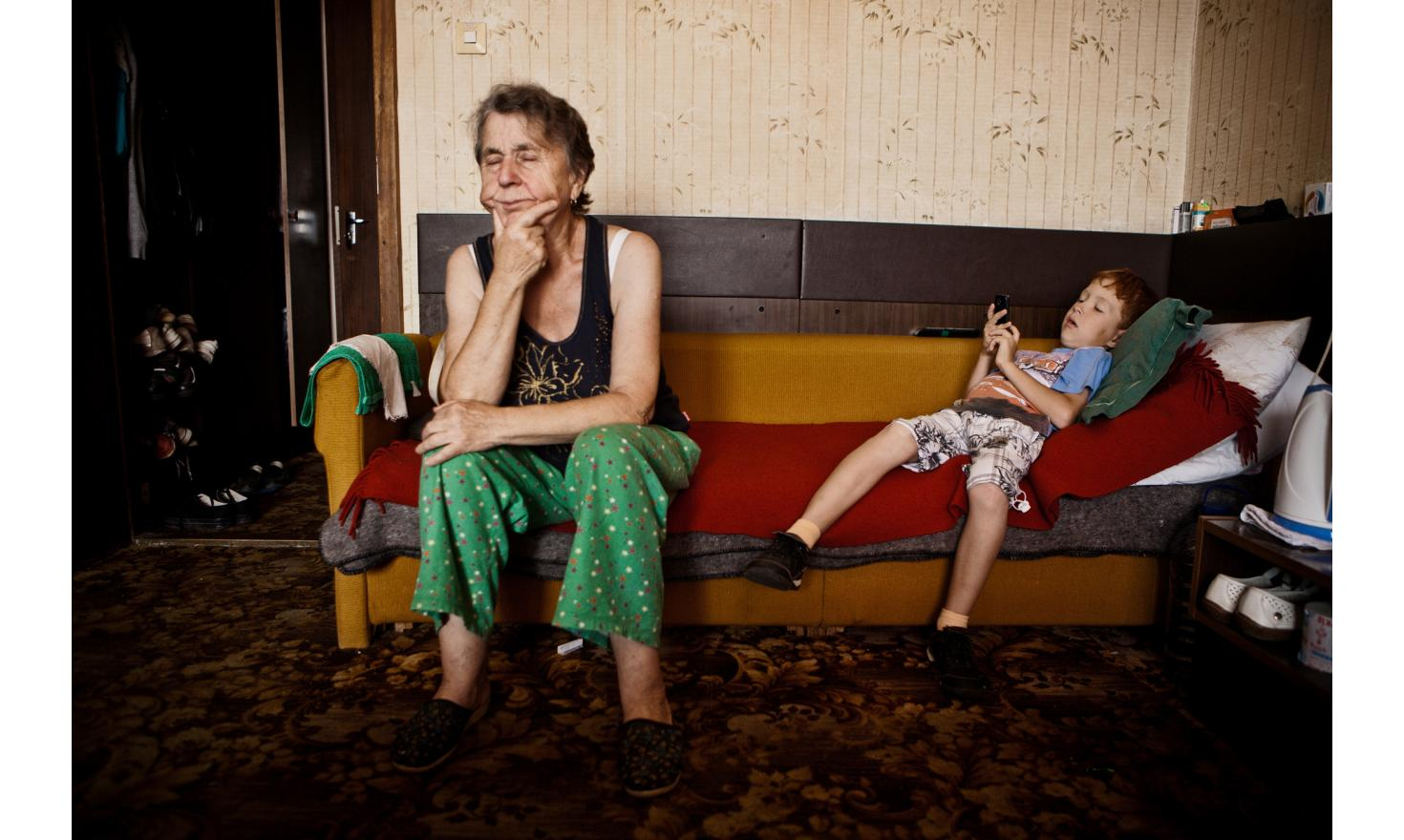 Svetlana and  her mother Anna. Her children Sacha (11 years) and Micha (7 years)  They left Donetsk at the beginning of the war when they saw the impact it had on children . They arrived at the hotel [...] - Contact the agency for complete testimonies -