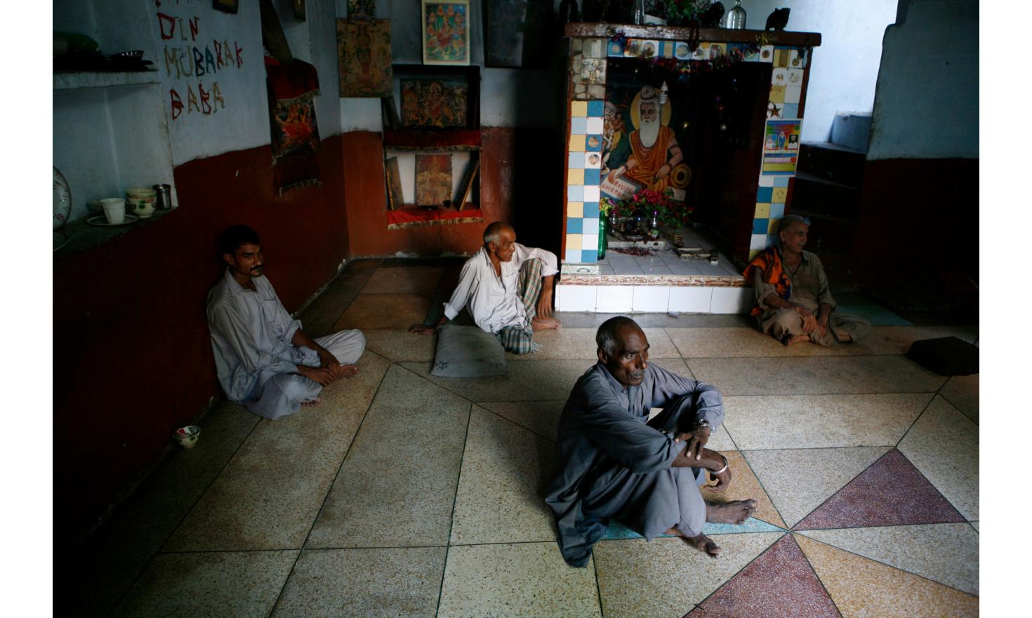 Hindu Temple in Lahore.Hindus. Tiny minority, about 3 million, they have mostly migrated to India during the partition. Difficult to access, they live discreetly. Here they share a temple with christians.